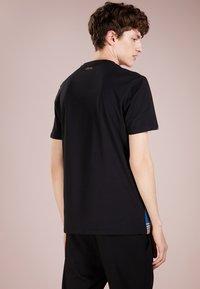 Versace Collection - Camiseta estampada - black - 2