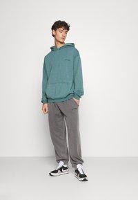 BDG Urban Outfitters - SKATE HOODIE UNISEX - Felpa - teal - 1