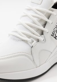 MICHAEL Michael Kors - LIV TRAINER - Sneakers laag - optic white - 2
