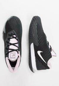 Nike Performance - AIR ZOOM VAPOR CAGE 4 - Tenisové boty na všechny povrchy - black/white/pink foam/dark smoke grey - 1