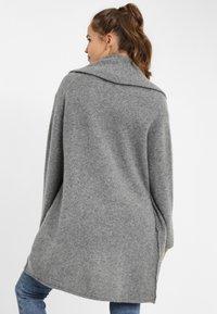 PONCHO COMPANY - Cardigan - grey - 1