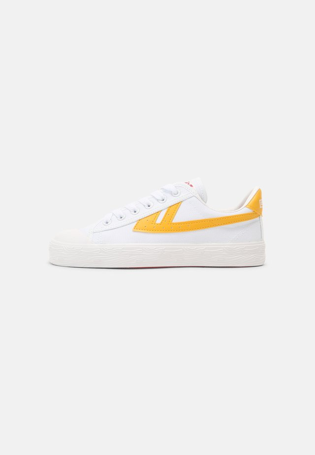 WB-1 UNISEX - Sneakers laag - white/yellow