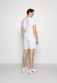 Nike Performance - SHORT HERITAGE - Sportovní kraťasy - white - 2