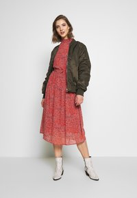 ONLY - ONLKENDEL DRESS BELT - Vestido informal - rust - 1