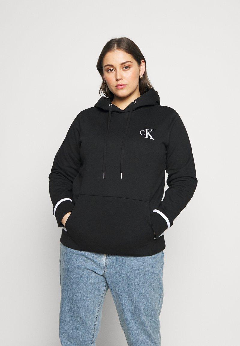 Calvin Klein Jeans Plus - EMBROIDERY HOODIE - Hoodie - black