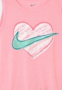 Nike Sportswear - BIKE SET - Shorts - tropical twist - 3
