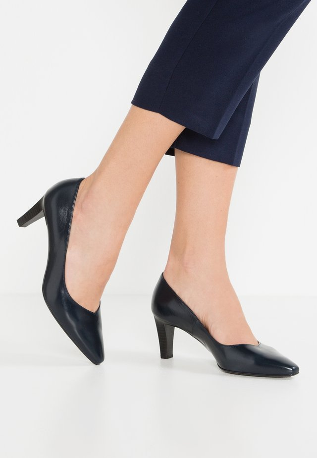MANI - Classic heels - navy/chevro