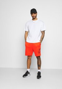Nike SB - TEE ESSENTIALS UNISEX - T-shirt basique - white - 1