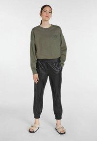SET - STATEMENT - Sweatshirt - ivy green - 1