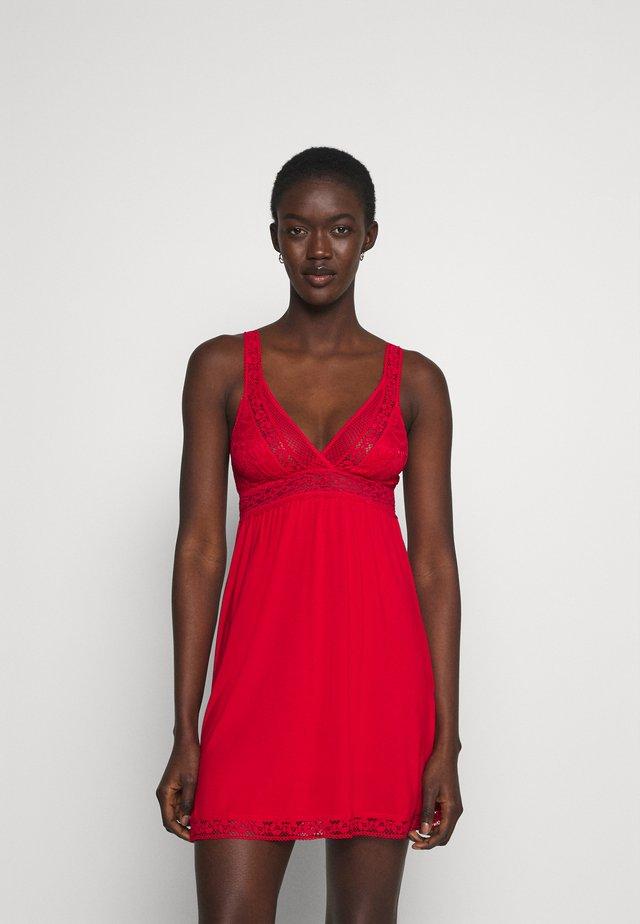 GRAPHIC - Noční košile - tango red