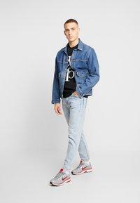 Calvin Klein Jeans - MIRRORED MONOGRAM TEE - T-shirt z nadrukiem - black/white - 1