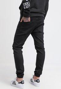 Pier One - Džíny Slim Fit - black - 2