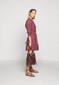 Rebecca Minkoff - DRESS - Skjortekjole - red/blue - 1