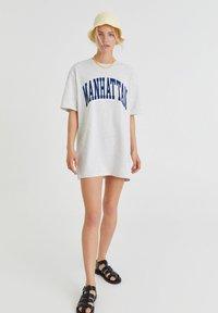 PULL&BEAR - Print T-shirt - light grey - 1