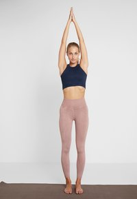 Free People - FP MOVEMENT SEAMLESS ROXY TANK - Toppi - navy - 1