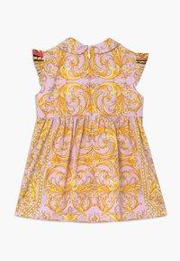 Versace - ABITO BABY - Koktejlové šaty/ šaty na párty - rosa stampa - 1