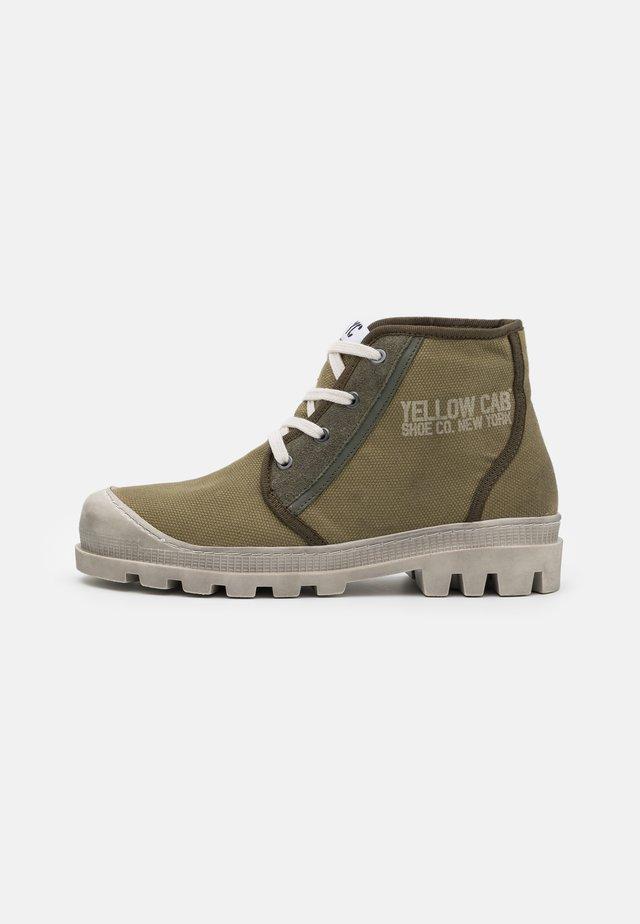 DAYTON - Šněrovací kotníkové boty - green