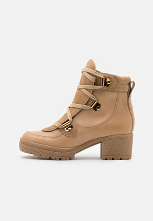 Lace-up ankle boots - sabbia