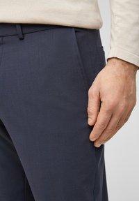 s.Oliver BLACK LABEL - MIT HYPERSTRETCH - Suit trousers - dark blue - 4
