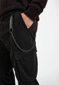 PULL&BEAR - Cargo trousers - black - 4