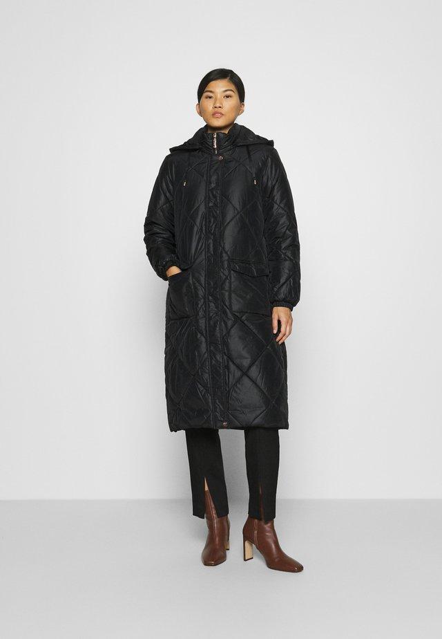 IMBOTTITO OVATT LUNGO - Zimní kabát - nero