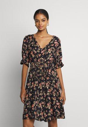 PCCARLA DRESS - Hverdagskjoler - black