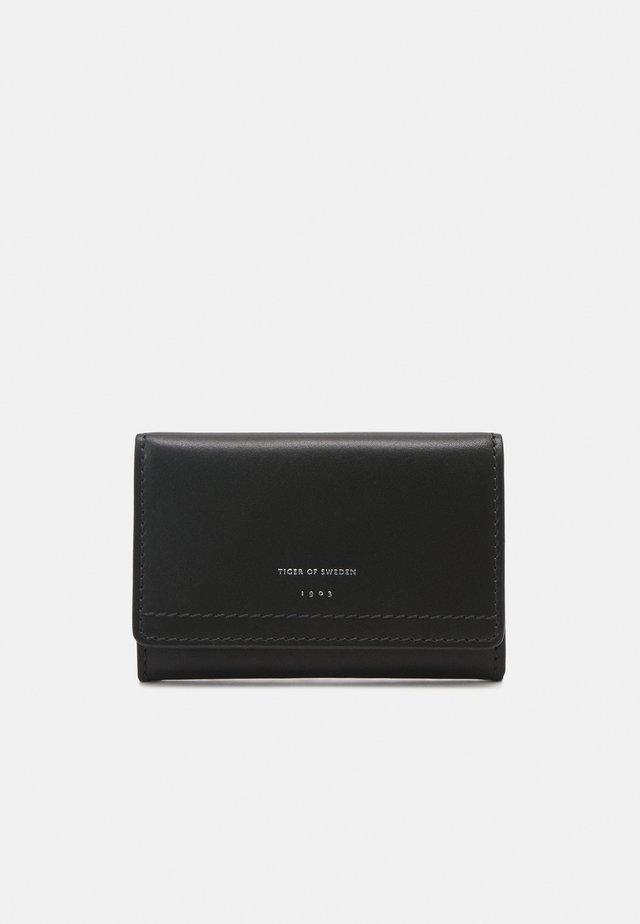 VILLENINA - Wallet - black green