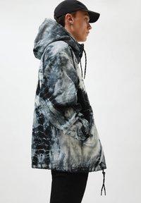 PULL&BEAR - Summer jacket - white - 3