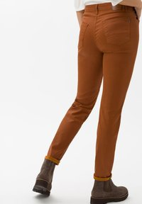 BRAX - STYLE SHAKIRA - Jeans Skinny Fit - clean amber - 2