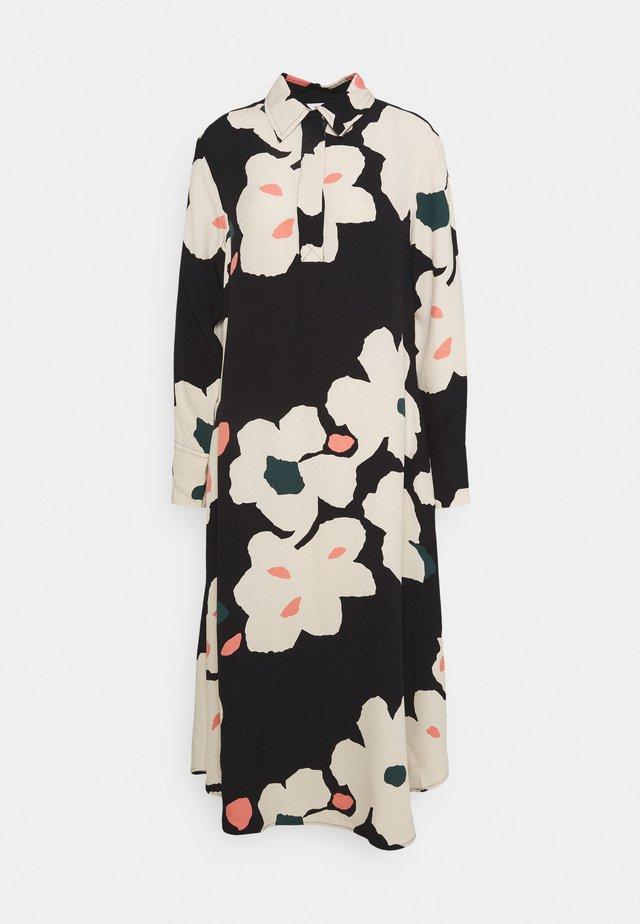 ARKUSSIINI LIITO DRESS - Blousejurk - black/beige/coral