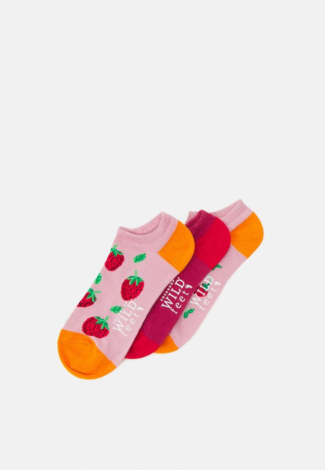 STRAWBERRY TRAINER SOCKS 3 PACK - Socken - assorted