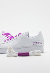adidas Originals - SUPERSTAR BOLD PRIMEGREEN VEGAN - Zapatillas - footwear white/shock purple - 3