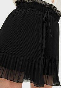 Stradivarius - Shorts - black - 3