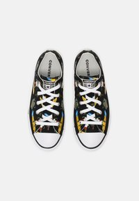 Converse - CHUCK TAYLOR ALL STAR OX UNISEX - Sneakers laag - black/multi/white - 3