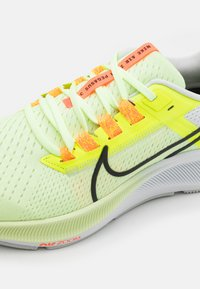 Nike Performance - AIR ZOOM PEGASUS 38 - Neutrala löparskor - barely volt/black/volt/photon dust/iris whisper/hyper orange - 5