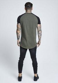 SIKSILK - RAGLAN GYM TEE - T-shirt print - khaki & black - 2