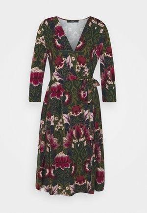 OXIRIA - Žerzejové šaty - bordeaux