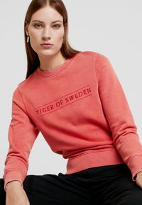 Tiger of Sweden Jeans - OBSESSA - Sweatshirt - red - 4
