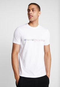 Armani Exchange - T-shirt med print - white - 0