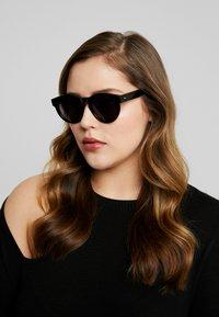 CHiMi - Sunglasses - berry black - 1