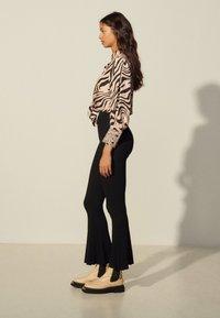 sandro - NOE - Trousers - noir - 1