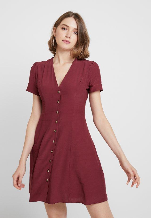 PLAIN THRU TEA DRESS - Košilové šaty - dark burgundy