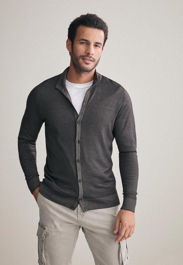 MIT KNÖPFEN - Cardigan - mottled grey