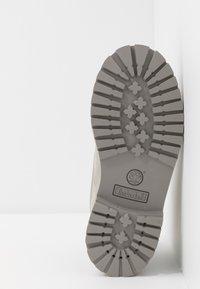 Timberland - 6 IN PREMIUM WP BOOT - Botki sznurowane - medium grey - 5