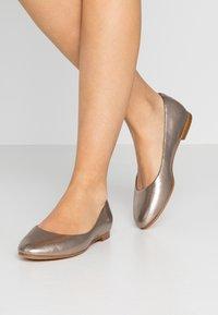 Clarks - GRACE PIPER - Ballet pumps - stone - 0