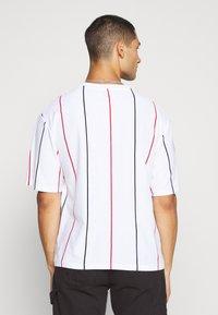 Topman - BOXY  - Print T-shirt - multicolor - 2