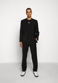 HUGO - DURNED - Print T-shirt - black - 1