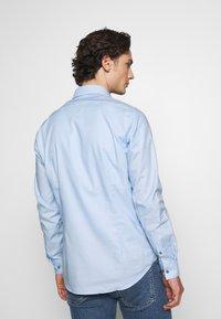 Calvin Klein Tailored - DOBBY EASY CARE SLIM - Formal shirt - blue - 2