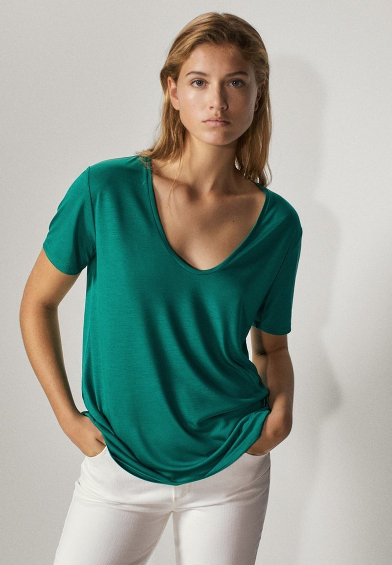 Massimo Dutti - MIT METALLIC-DETAIL - Basic T-shirt - green