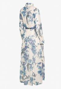 Hope & Ivy Maternity - MIDI TIERED DRESS WITH SLIP - Košilové šaty - cream - 1